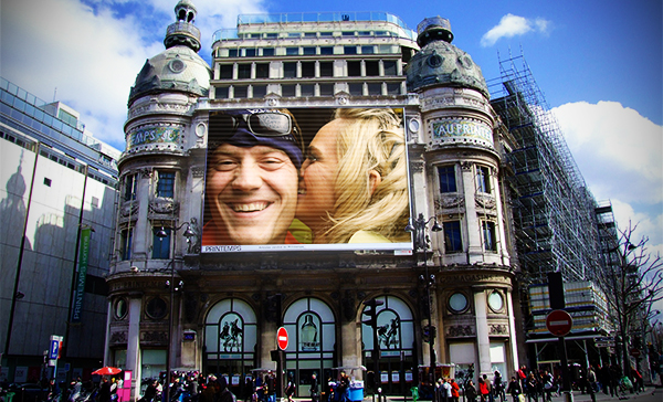 How to Place Any Photo on a Big Advertisement Screen in Photoshop