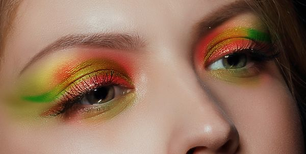 How to Apply Creative Makeup with Photoshop 12